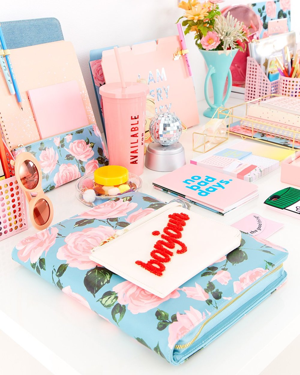 ban.d0 - Jen Gotch, founder of this awesome gifts, accessories, and office supplies company, has created not just a successful company, but also built an impressive social following.