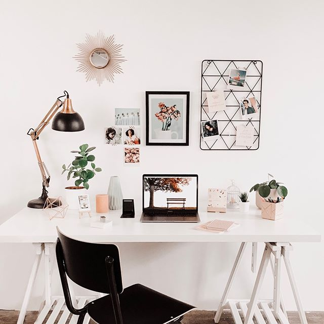 • PROCRASTINATION • Ok je l'avoue ... travailler à la maison est parfois plus dur que je ne le pensais, surtout lorsqu'il y a tant de sources de distraction ! Aujourd'hui sur le blog je vous raconte tout ce qui m'aide à résister contre la procrastination 🙈.  👉 Lien dans la bio  #BossBabe #FemaleEntrepreneur #GirlBossLife #WorkHard #FrenchEntrepreneur #Blog #FrenchBlogger