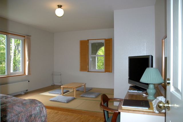 Room102(3).JPG