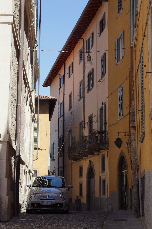 The streets of Bergamo (Fiat 500 content <3 )