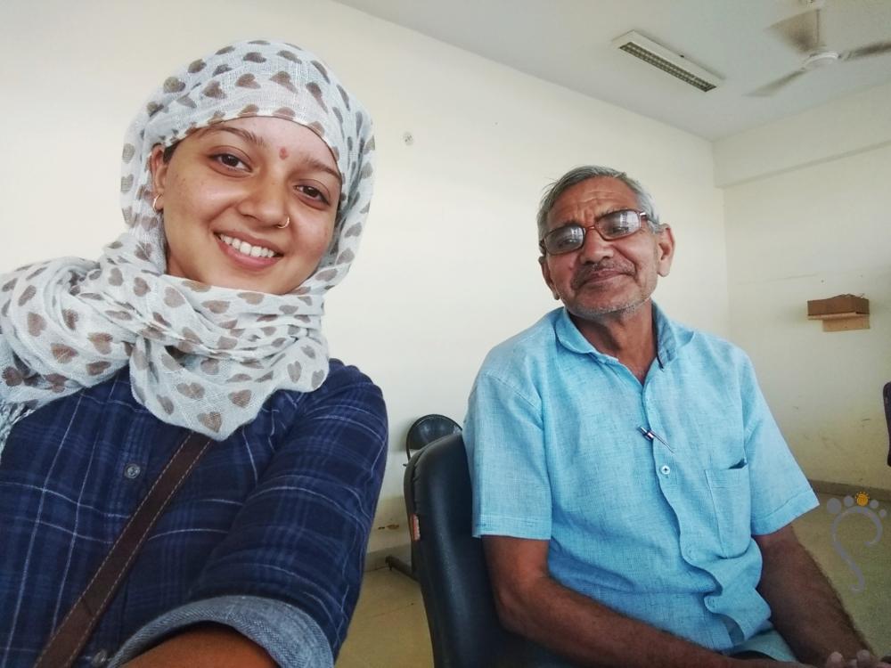 Ek selfie ho jaaye? with an RSRTC employee at the KIshangarh bus depot. 2018.
