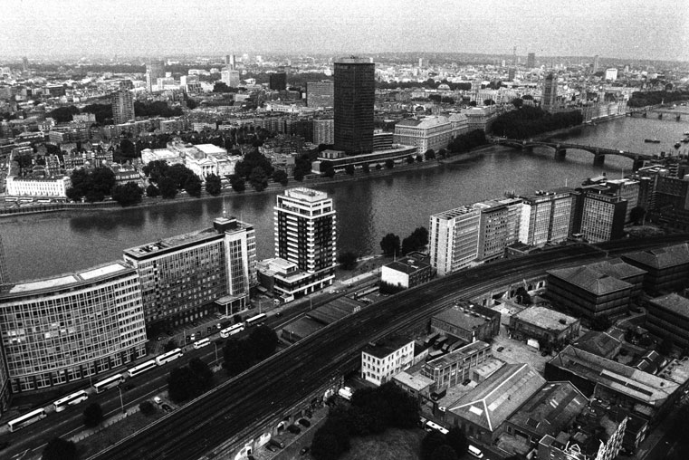 The City as Text : The River Thames and Westminster from hot air ballon above Vauxhall, 2000. Westminster above right, and railway arches (lower foreground) housing nightclubs in the deregulated spaces of Victorian architecture. (From  Locating the Wild Zone  by Ian McKay, 2001). (Photo: © Ian McKay)
