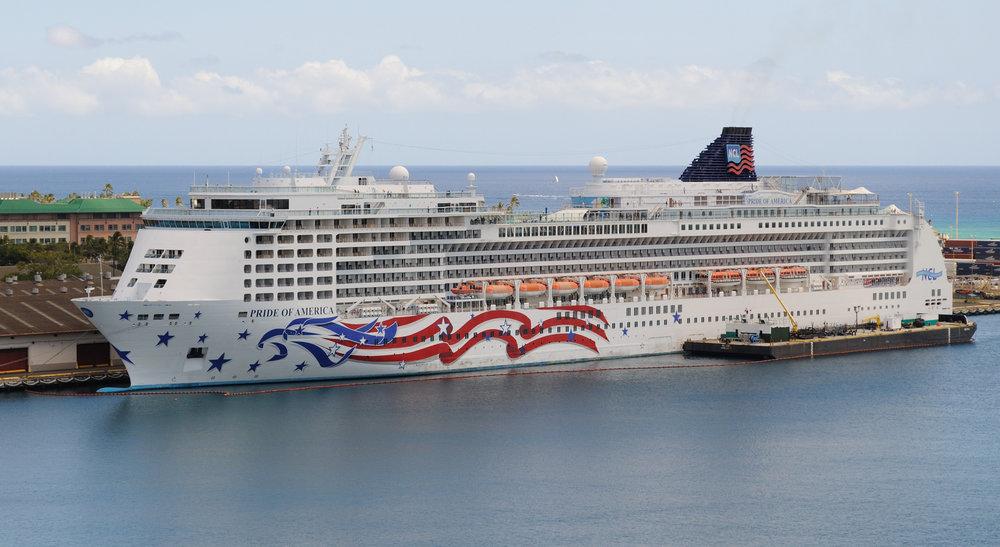 Pride_of_America_seen_from_Aloha_Tower_4677840953.jpg