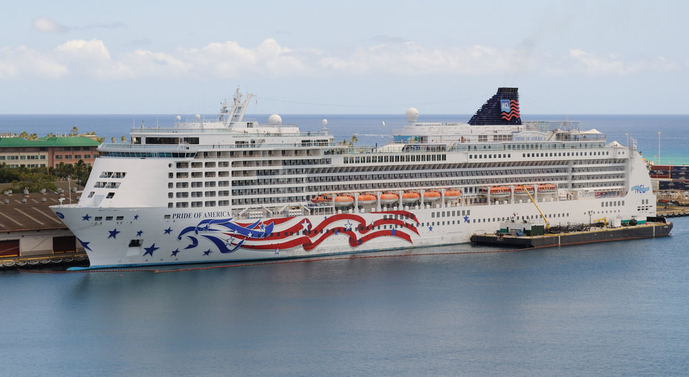 Pride_of_America_seen_from_Aloha_Tower_4677840953.jpg
