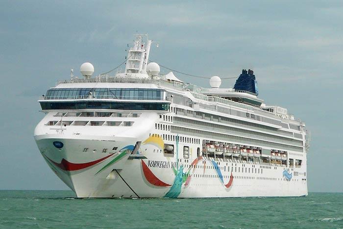 norwegian-dawn-norwegian-cruise-line-cruise-ship-photos-2014-11-26-at-belize-city.jpg
