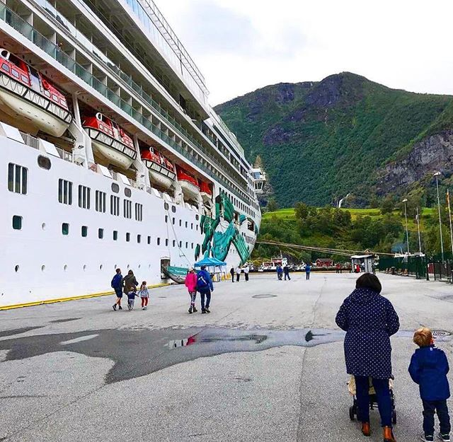 An amazing shot of the #NorwegianJade! Can you guess where she's docked??