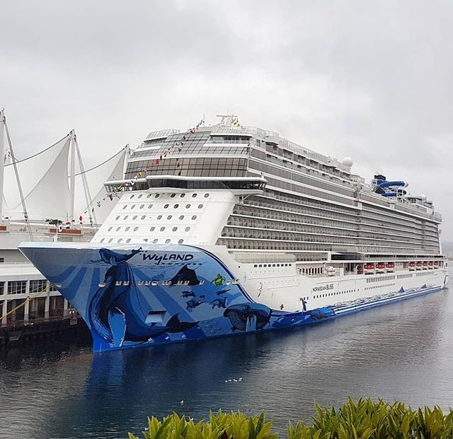 The #NorwegianBliss became the largest ship to ever sail to #Vancouver! Isn't she beautiful!