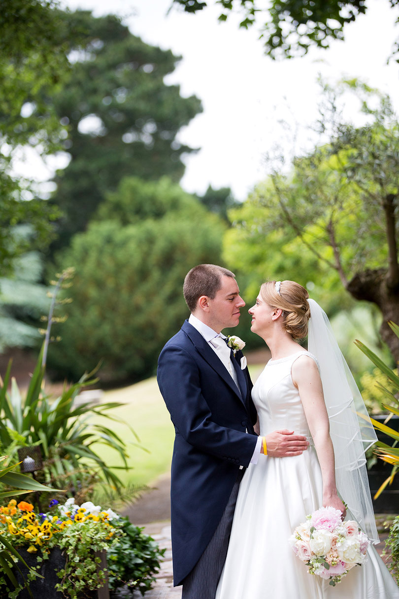 Hampton-Court-House-Wedding-AmyPete-28.jpg
