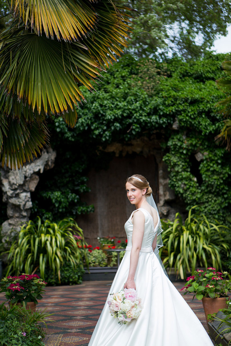 Hampton-Court-House-Wedding-AmyPete-38.jpg