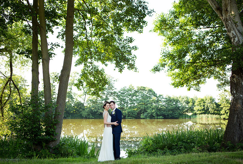 Oatlands-Park-Hotel-Wedding_LilyandFrankPhotography_21.jpg