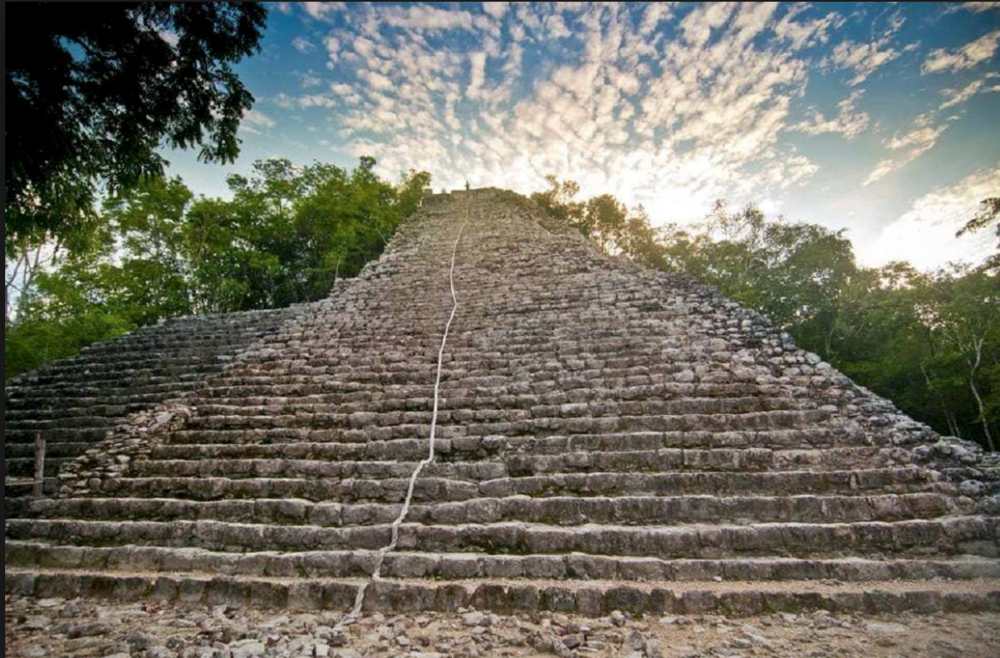 Visit the Mayan ruins of Tulum and Coba, both are near Casa Nalum. We can organize for you guided tours to Chichen Itza which is 2:30 hours away from the house.