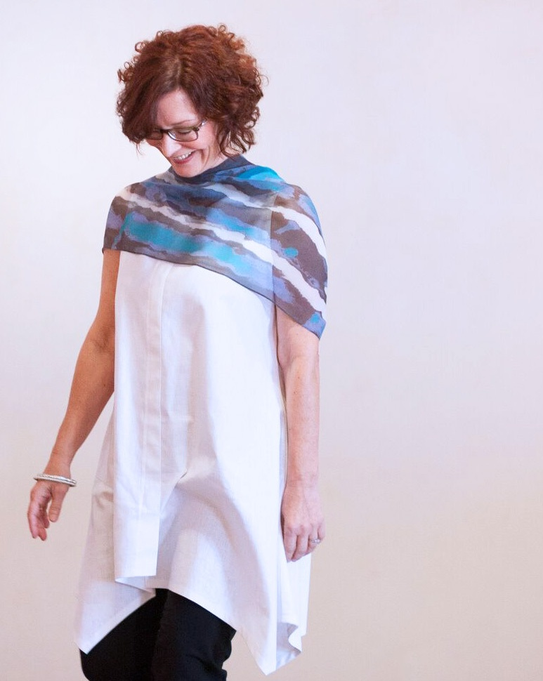 LIGHT+SPRAY_shawl_blue.jpg