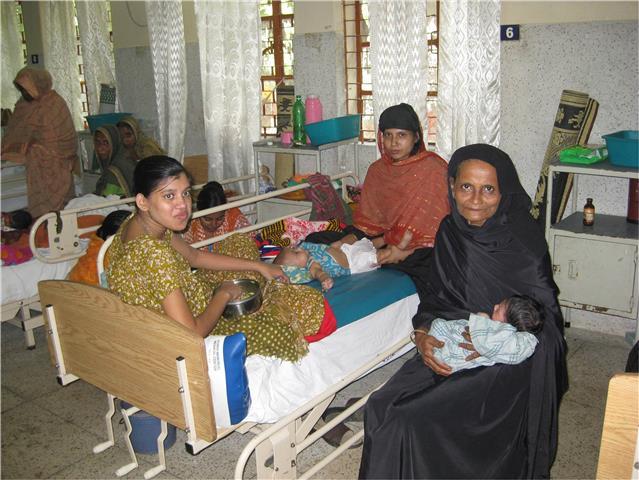 Family hospital ward (Small).jpg