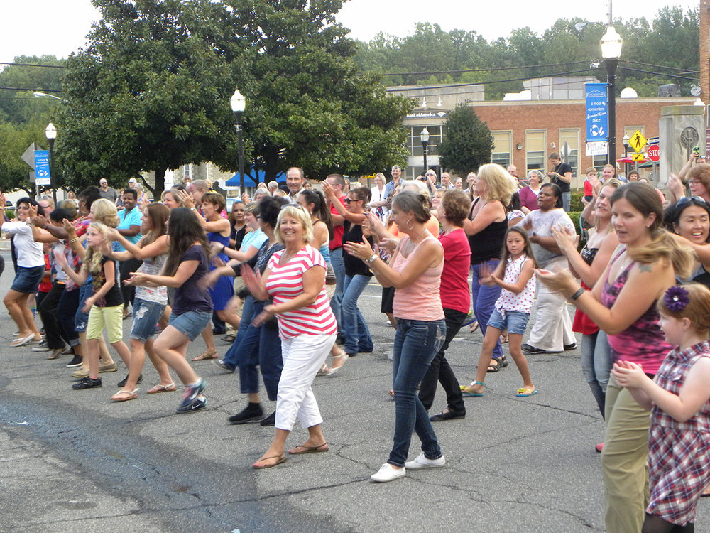 Leonardtown Flash mob2.jpg