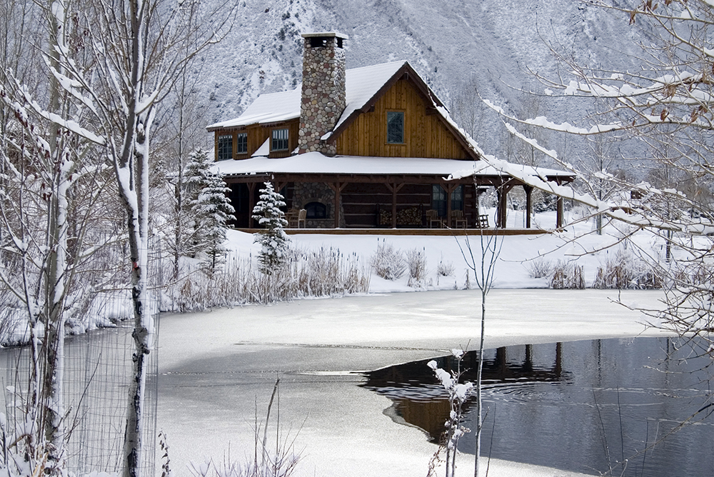 Cabin 19 Snow.jpg