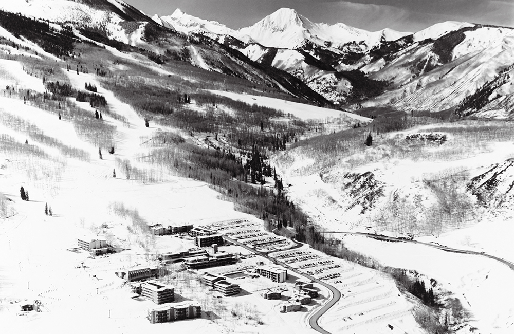 Snowmass Resort B&W_banner.jpg