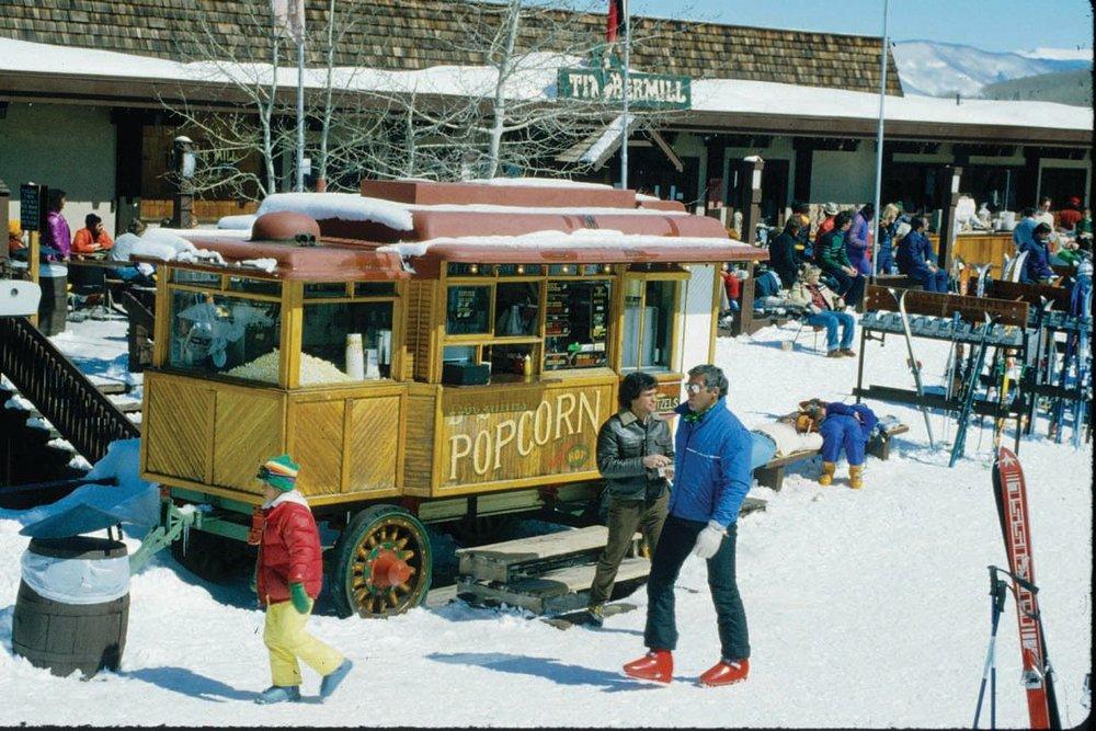 Popcorn Wagon & Timbermill bar 1978.jpg