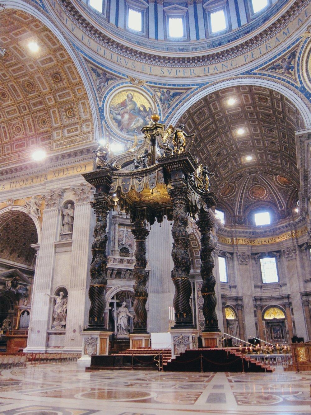 St. Peter's Basilica: Bernini's baldachinno
