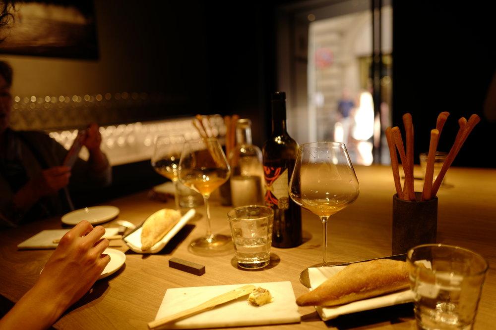 Retrobottega: The loaf of bread was quite hard, but the grissini (long breadsticks) were addicting.