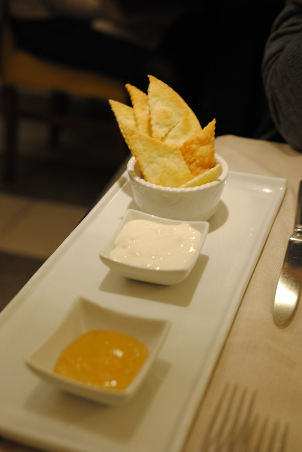 Colline Emiliane: Squacquerone (cow milk cheese and crackers)