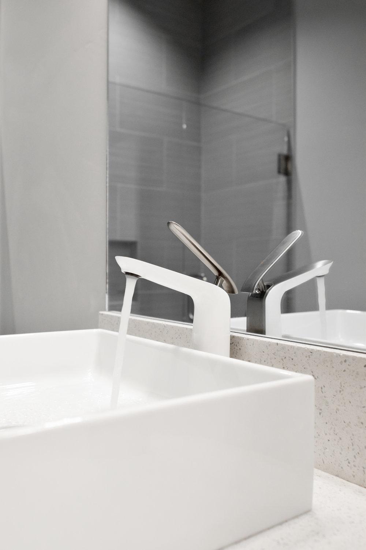 Alohi  Custom Residence |  Lavatory
