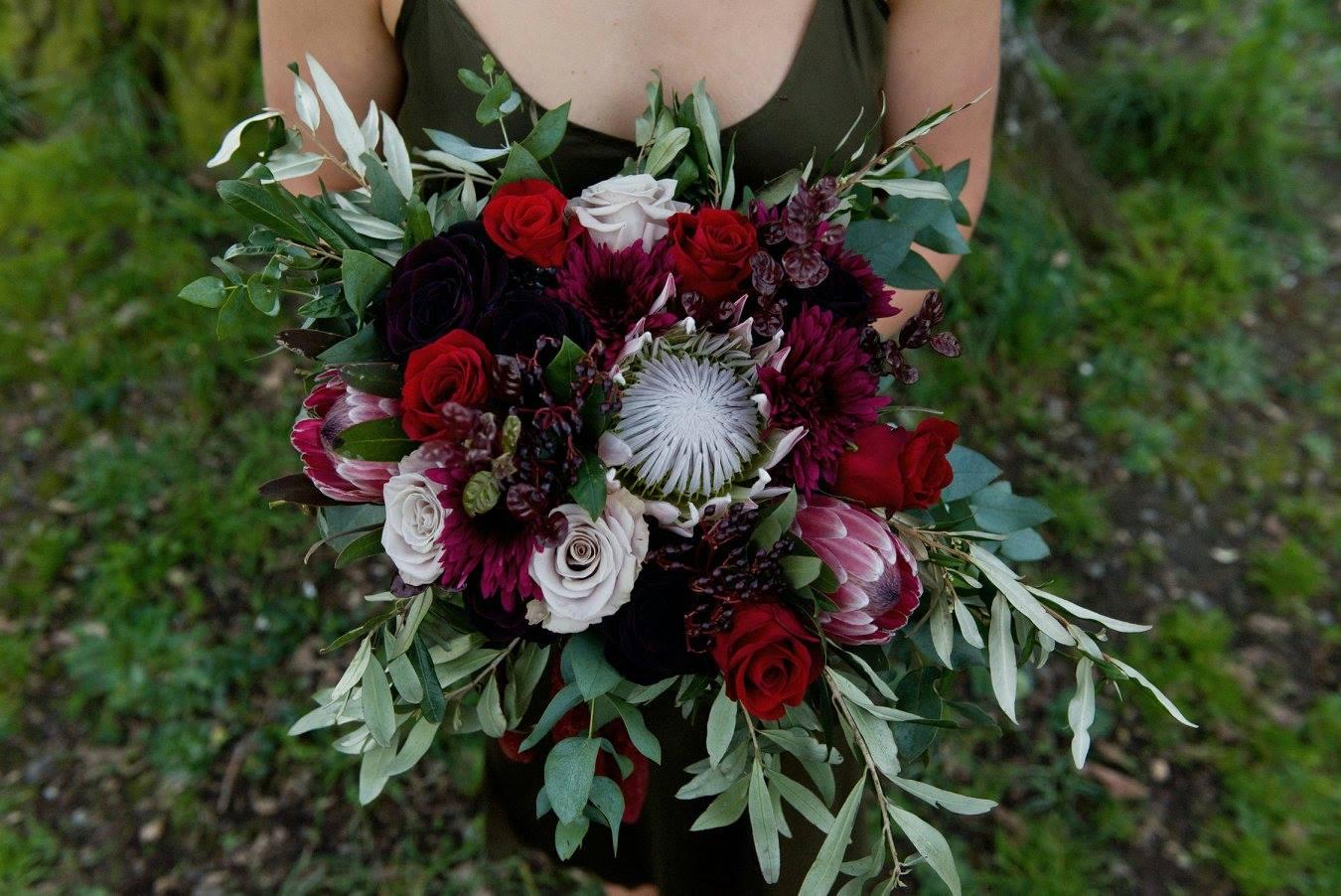 Burgundy bouquet by Floraluce