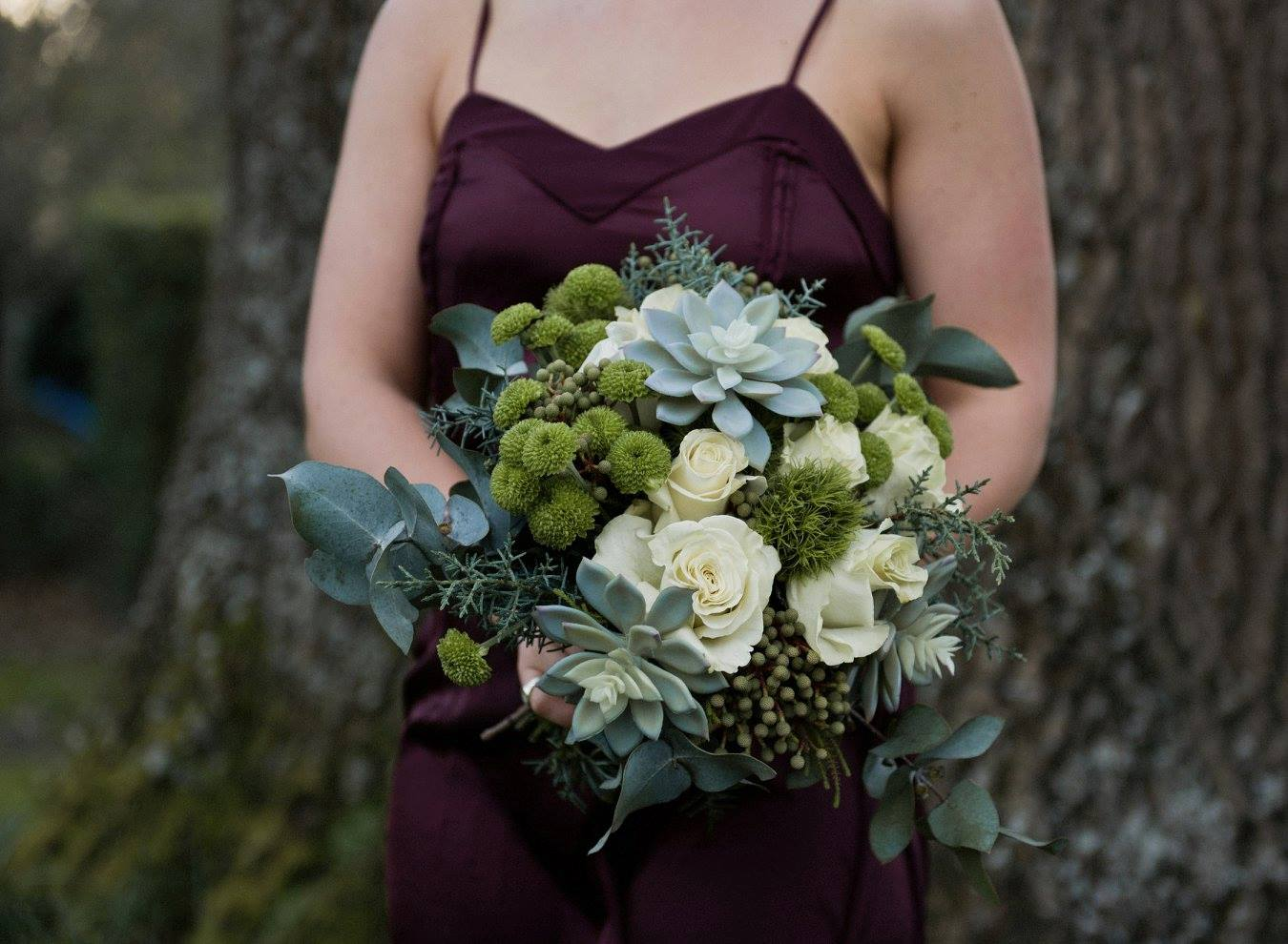 Green and white bouquet by Floraluce