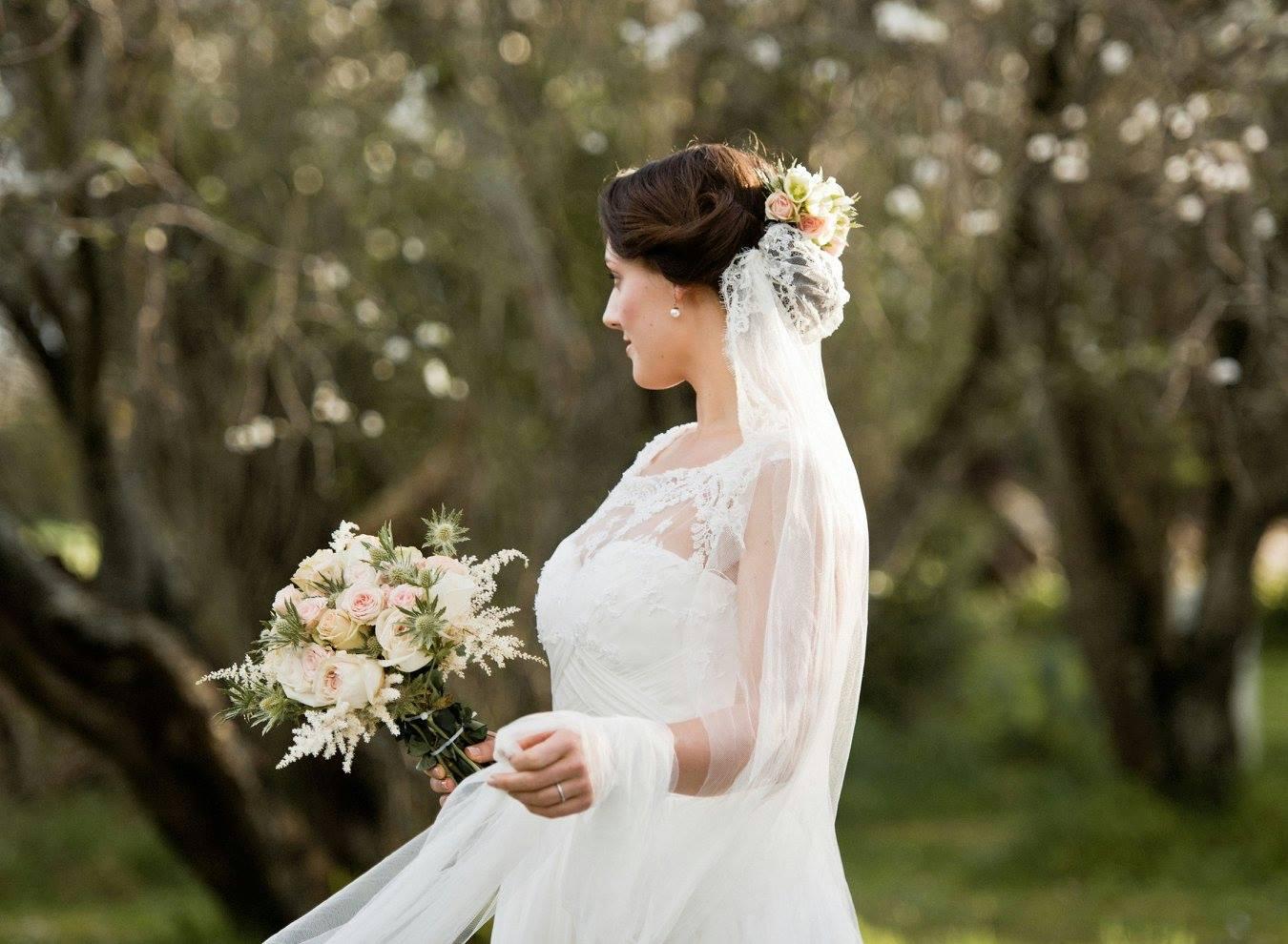 Bride holding pastel bouquet by Floraluce