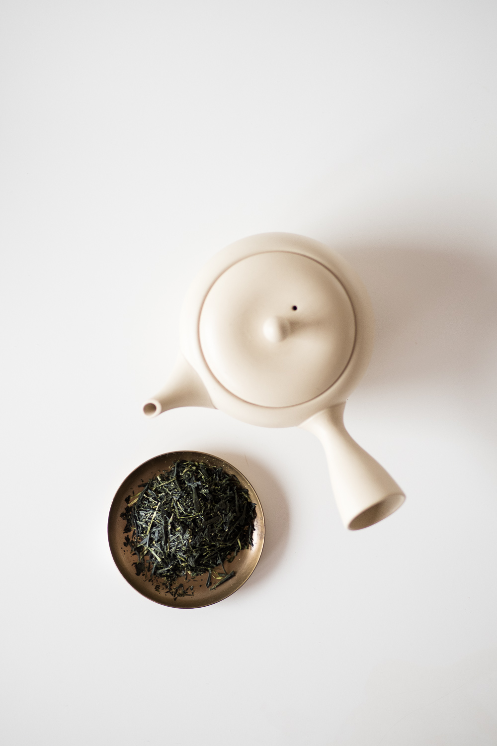 """- Brewing Japanese green tea is easy and fun, and can yield some delicious results.Senchado (""""the way of sencha"""") is the preferred way to prepare higher grades of green tea, particularly gyokuro and sencha, as it helps to concentrate their flavour and aroma, and enhance appreciation through multiple infusions. In this guide, we're using a condensed version of brewing, adapted from the Senchado ceremony. Hopefully, you find this style to be easy to perform and understand. It suits all kinds of Japanese teas.Similar to gongfu cha, this brewing style offers a wonderful way to appreciate tea, whether for your everyday ritual of personal focus and introspection, or for welcoming guests to Japanese tea."""