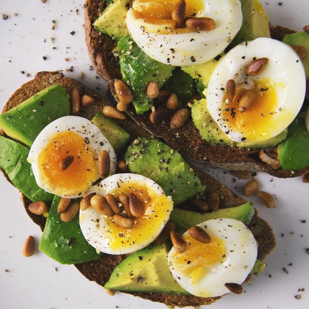 O ALIMENTATIE CURATA SI SANATOASA - Planul alimentar te va ajuta sa iti atingi obiectivele, cat mai rapid. Este conceput pentru a maximiza pierderea in grasime, fara a sacrifica placerea de a manca.example de mese