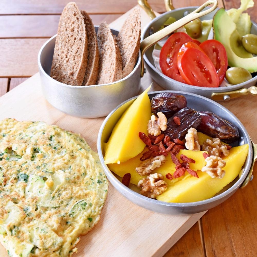 ALIMENTATIE CORECTA SI SANATOASA - Un plan alimentar bazat pe savoarea condimentelor naturale, diversitatea legumelor, pe proteine, grasimi sanatoase si asocieri alimentare corecte.example de mese