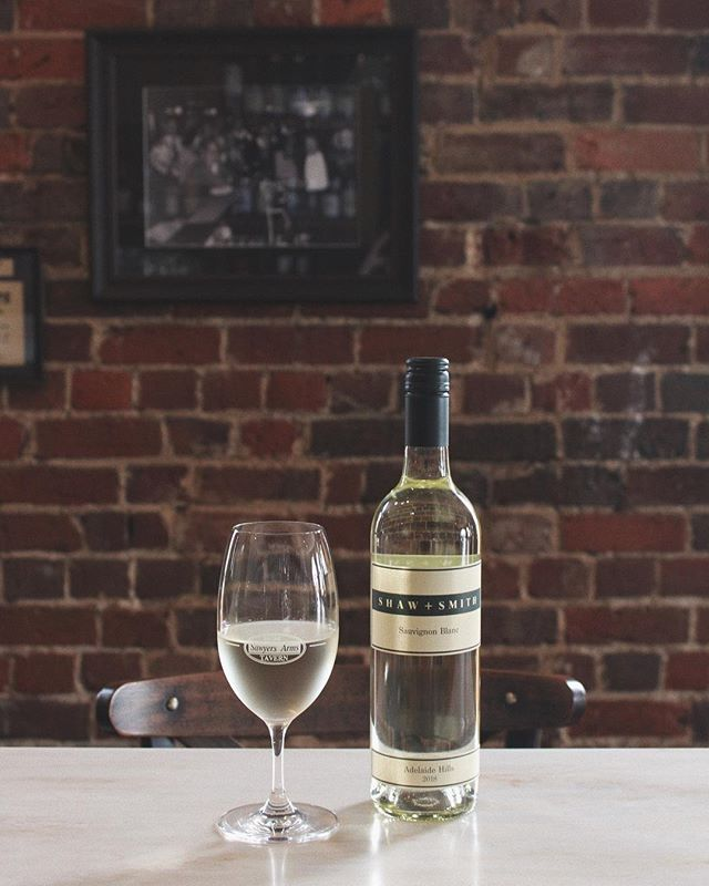 @shawandsmith Adelaide Hill's finest Sauvignon Blanc and a Sawyers house favourite. The perfect summer white to enjoy with friends // #sawyersarmsgeelong  #adelaidehillswine