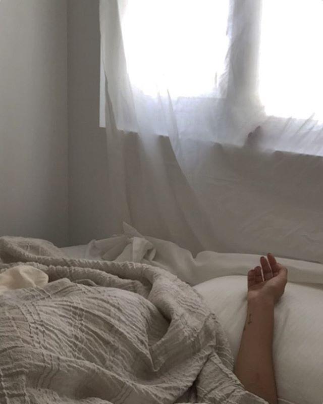 Mood #stayinbed mood beige mood messy sheets via @xojnn #digitalcurator #visualcurative  ____ #messysheets #bedlinen #setstyling #interiormood #postitfortheaesthetics #beigeaesthetic #curator #humanmirage #humaninframe #handsinframe #ihavethisthingwithwindows #cerealmag