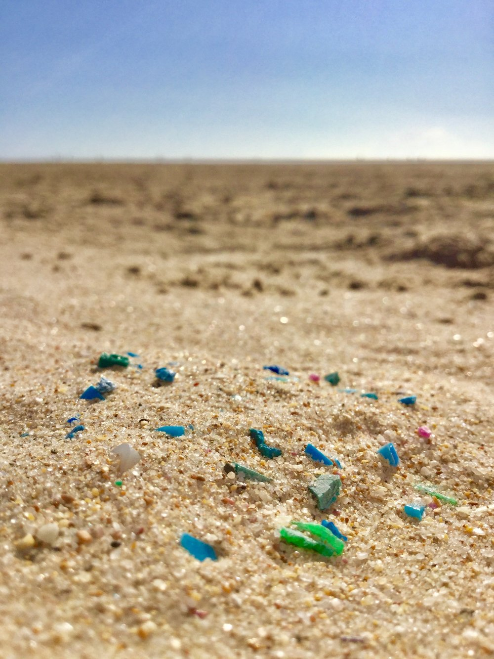 Vores Mission - Er at holde strandene langs den jyske vestkyst fri for plastik og sætte fokus på plastforurening lokalt såvel som globalt.I STRANDET indsamler vi havplast langs Vestkysten. Samtidig arbejder vi for at give strandet havplast ny værdi. Gennem vidensdeling, test og innovativ produktudvikling vil vi vise, at plast ikke hører til i naturen, men er en ressource der kan og skal genanvendes.Læs om havplast langs Vestkysten
