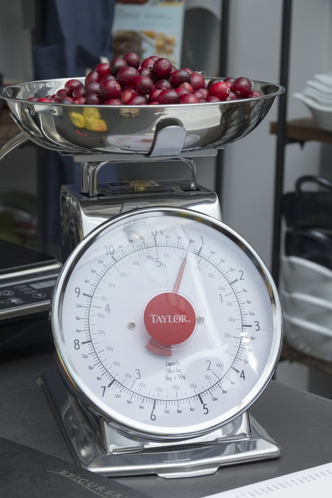 Taylor Scale. 12 ounces Cranberries