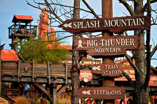 frontierland-signs.jpg