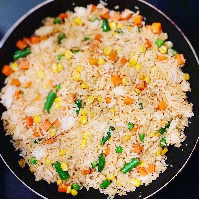 Brow Rice/ basmati rice mixture  with vegetables 🌽 🌶 🍅. Sometimes some warm rice with vegetables is just what you need!  Use coconut 🥥 oil to mix all your ingredients together.  #plantbased #plantbaseddiet #fitlife #plantprotein #lunch #dinner #plantbaseddinner #flavor #eatclean #motivation #instafood #instagood #lifestyle #wellness #balance #eatclean #weightloss #weightlossjourney #fitfam #awareness #vegan #fitness #mediterraneandiet #photooftheday #foodie #glutenfree #carrots #tomatoes #fitlifestyle #cooking
