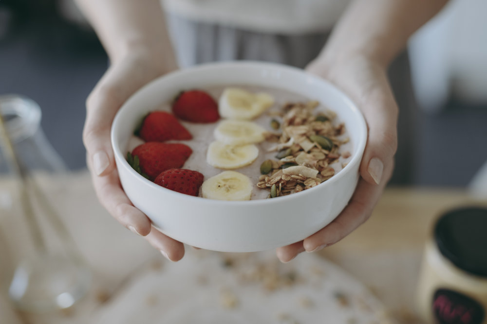 strawberry-cheesecake-smoothie-bowl