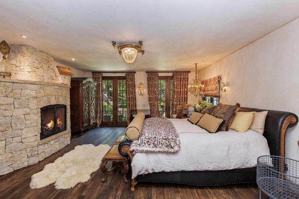 040_Master Bedroom.jpg