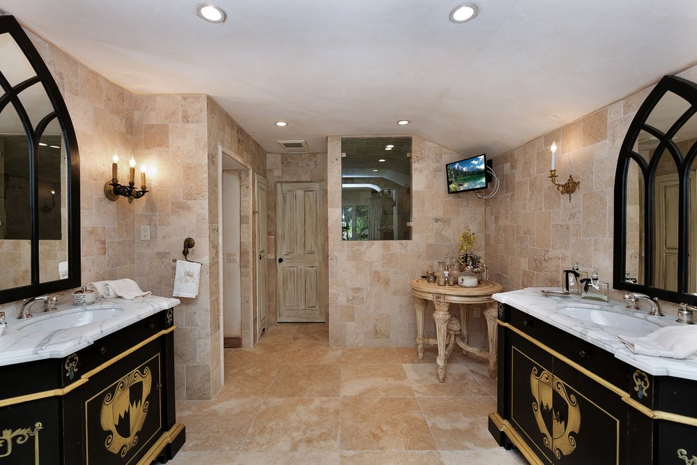 041_Master Bathroom.jpg