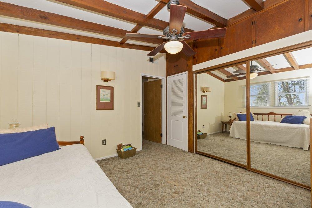 041_Bedroom .jpg