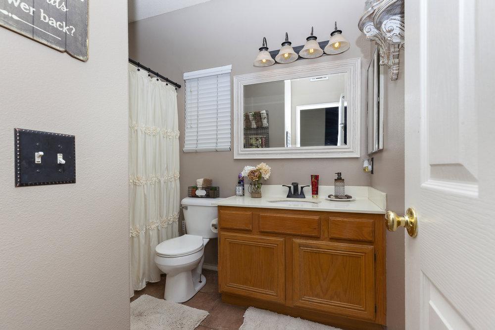 023_Bathroom .jpg
