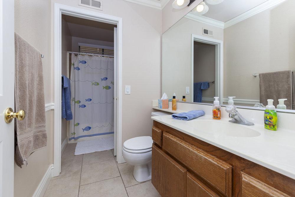 019_Bathroom .jpg