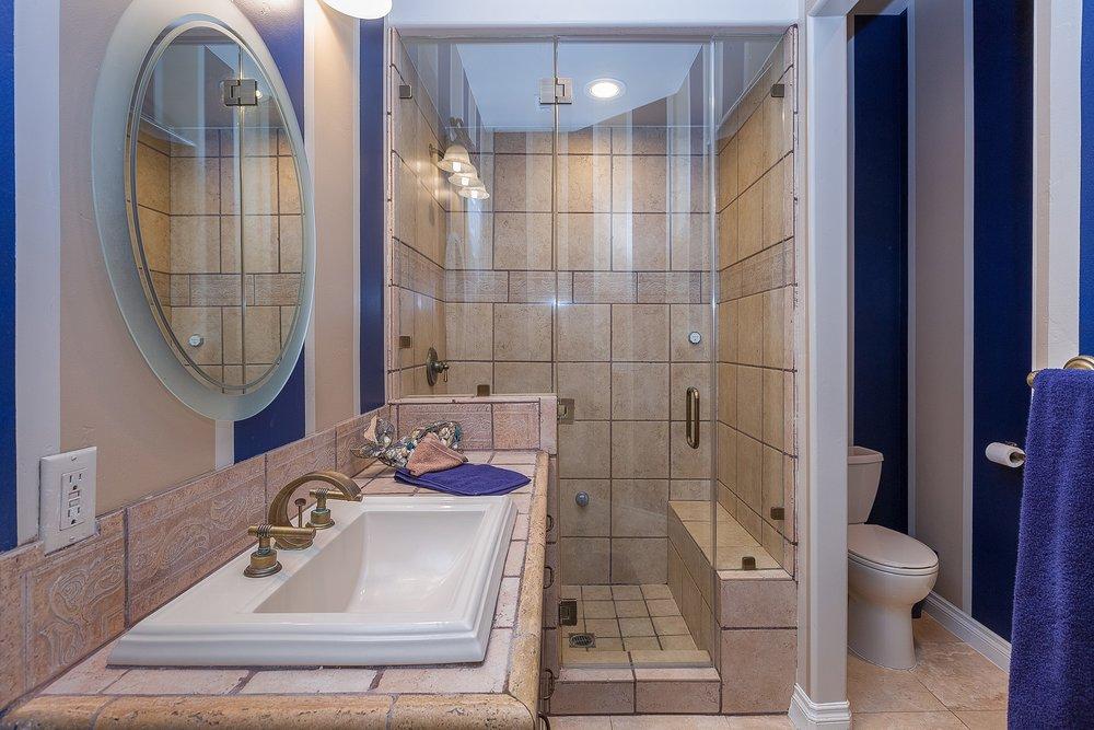 046_Suite Bath.jpg