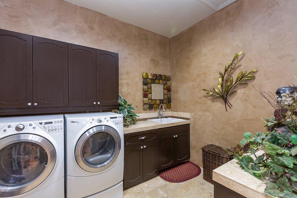 039_Laundry .jpg