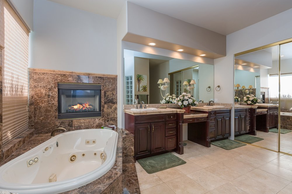 052_Master Bathroom .jpg