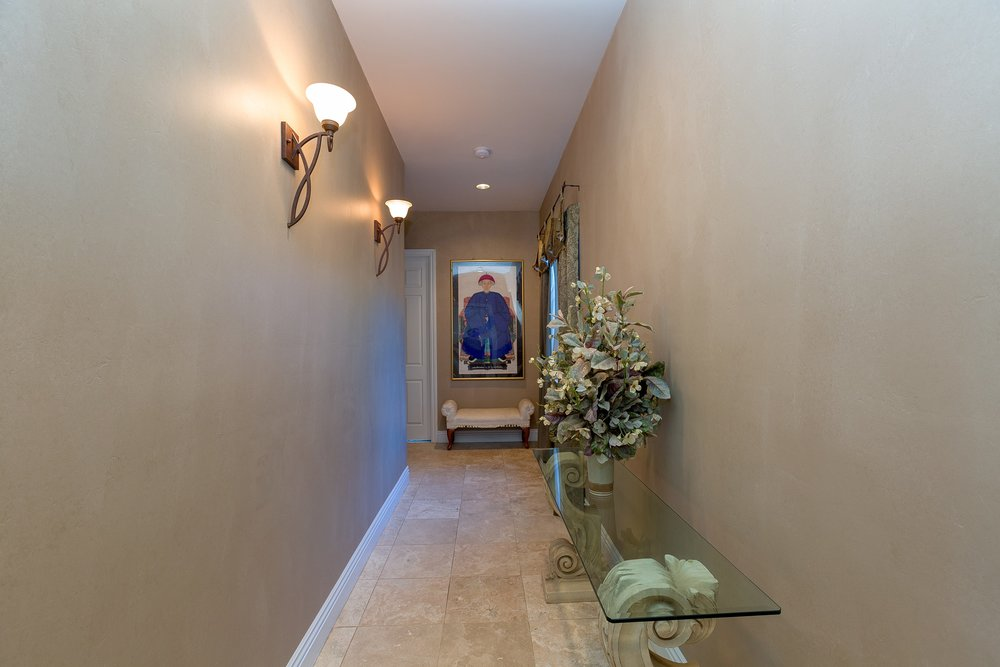 049_Hallway .jpg