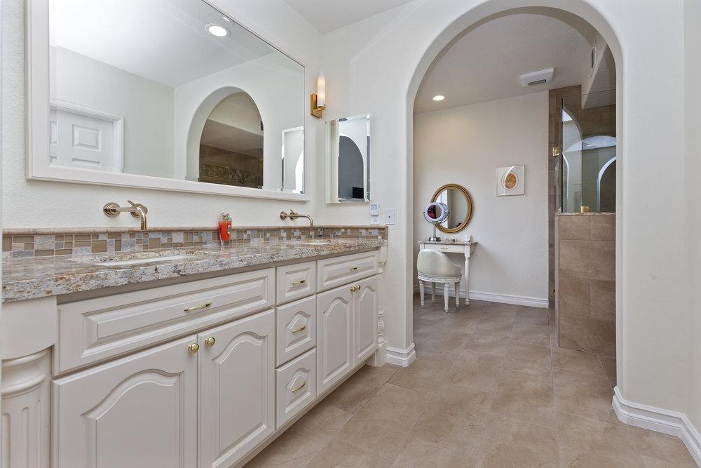017_Master Bathroom.jpg