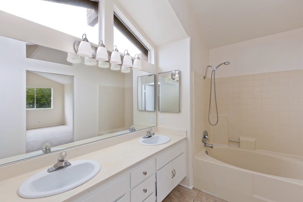 018_Master Bathroom .jpg