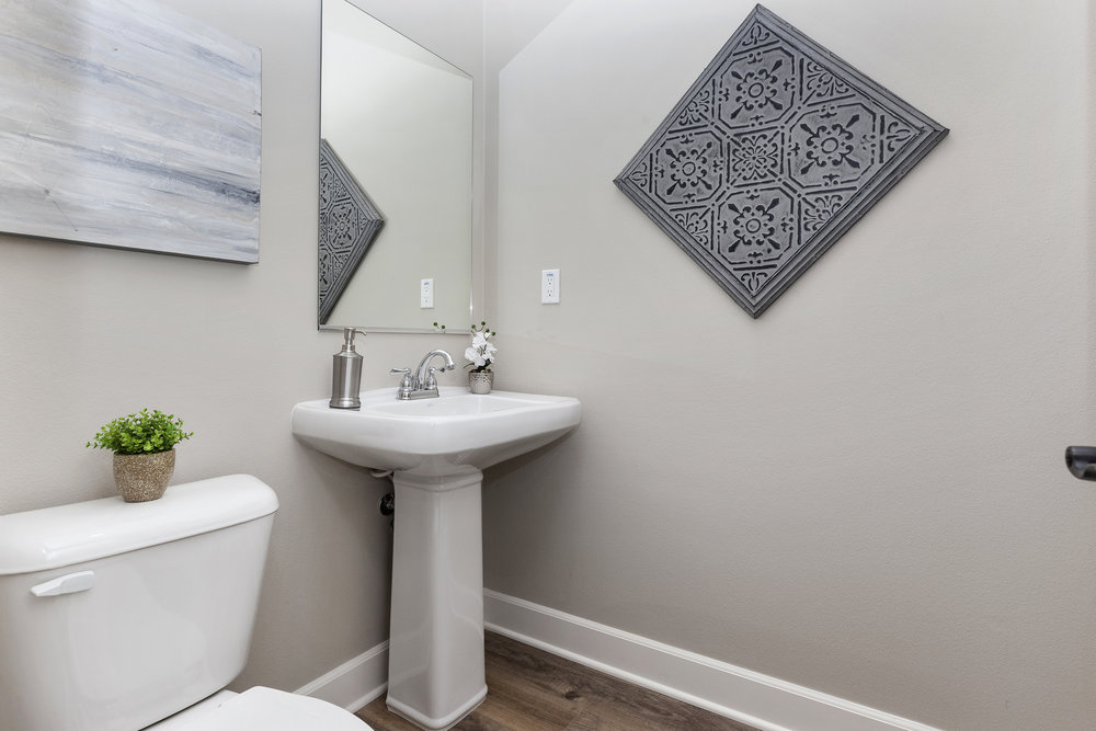 028_Bathroom .jpg